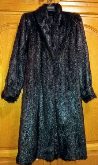 Abrigo de piel de nutria.