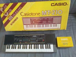 CASIOTONE MT-210 con caja original y adaptador