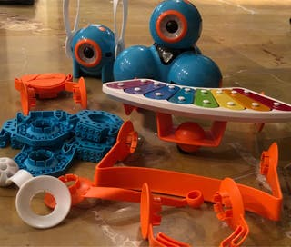 Robot Dash y dot con accesorios