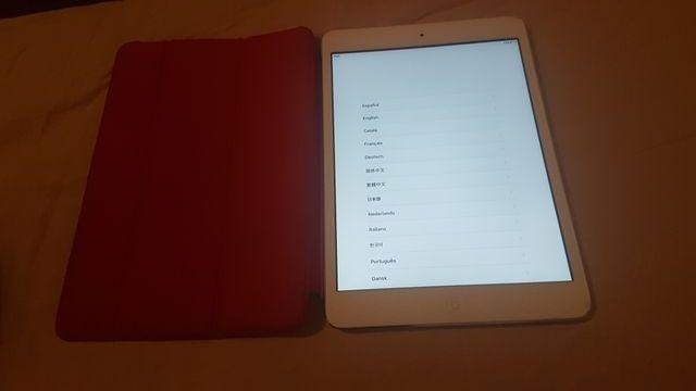 iPad Mini 16GB Blanco con funda Roja