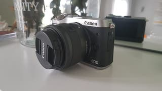 Cámara evil Canon EOS M6 Mirrorless. Como NUEVA!