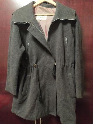 chaqueta de paño tres cuartoscon capucha