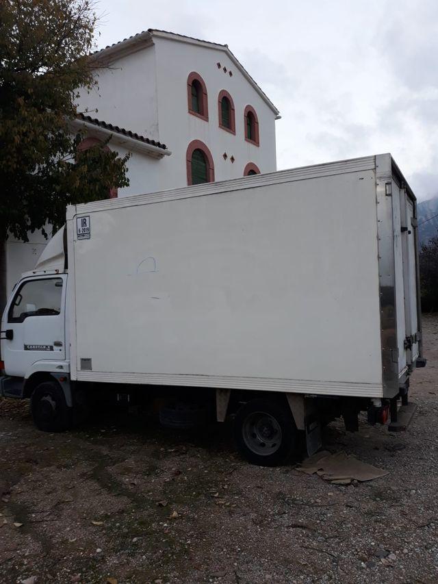 Nissan camión isotérmico 2001