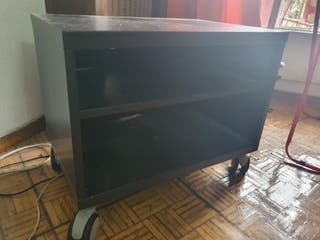 mesa de television con 4 ruedas