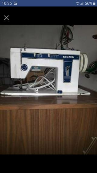 maquina de coser con mueble.marca Sigma