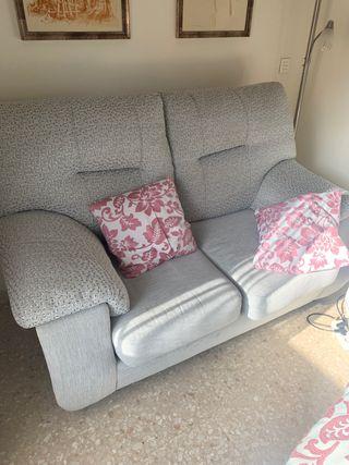 Se vende sofá