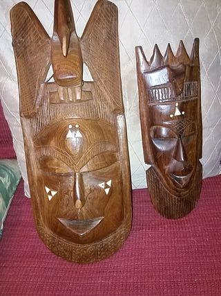 2 máscaras de madera