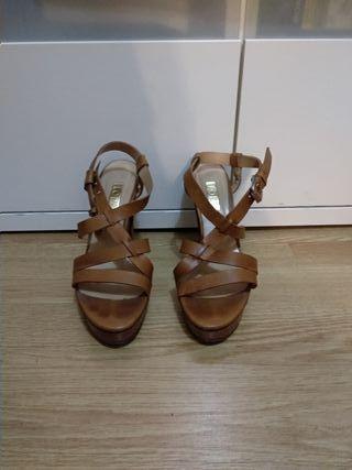 sandalias de tacón casi nuevas