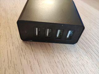 Cargador de carga rápida con 4 tomas USB