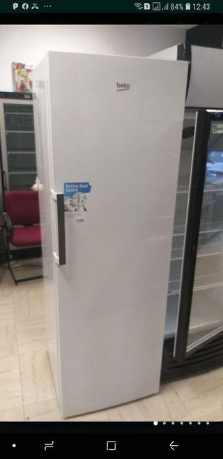 Congelador Vertical cajones semi nuevo