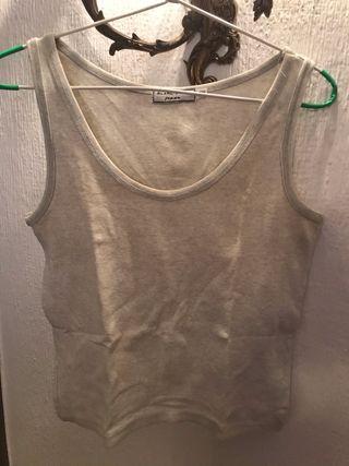 Camiseta gris sin mangas