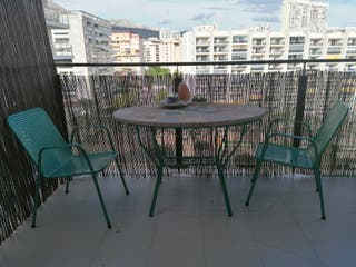 conjunto de mesa y 2 sillas