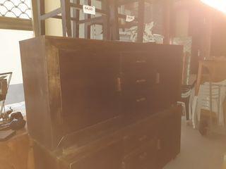 mueble madera color marrón oscuro