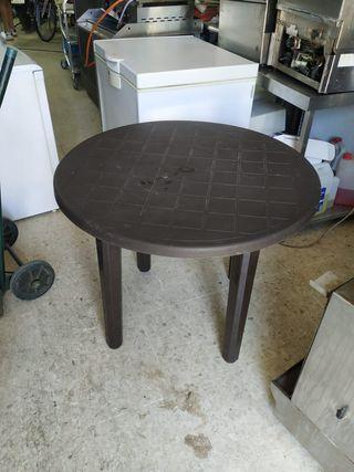 una mesa de pvc
