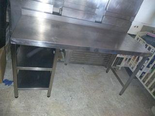 Mesa de acero inoxidable.