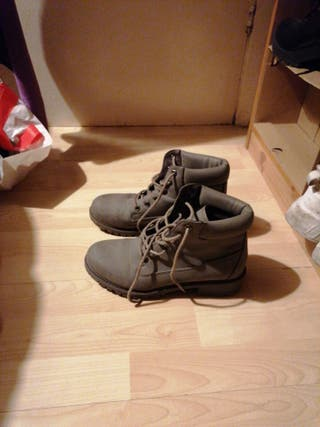boots barely used
