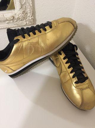 Zapatillas Nike Cortez doradas