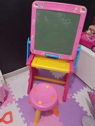 pizarra y mesa infantil con asiento