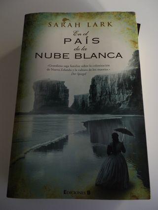 EN EL PAÍS DE LA NUBE BLANCA LARK, SARAH