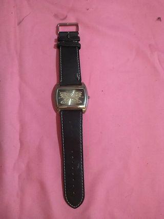 Reloj de pulsera grande con mariposa