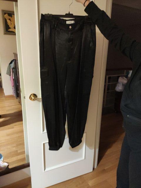 Pantalón cargo satinado