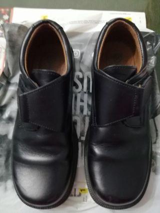 mano Zapatos en segunda de WALLAPOP Sevilla en colegio NnOmwyv08