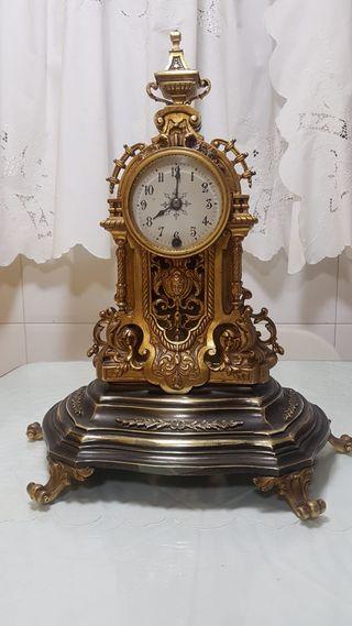 reloj de bronce estilo isabelino