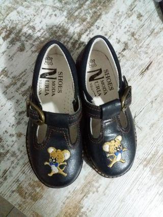 Zapatos de niño talla 23