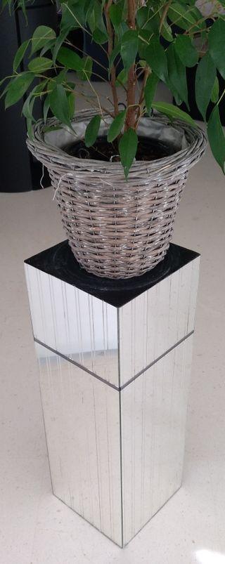 Pedestal de diseño Espejo.
