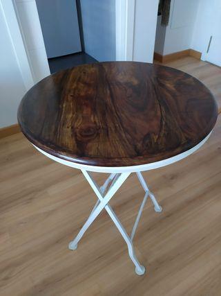 Mesa plegable de madera y hierro