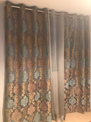 Vendo cortinas de la loja del gato Preto