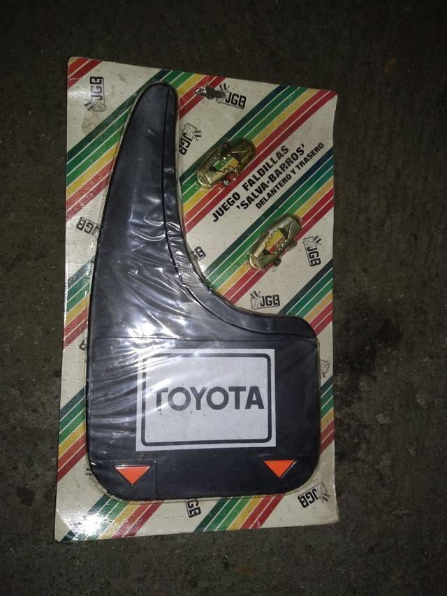 Juego de faldillas Salvabarros Toyota