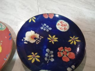 dos platos de porcelana decoración