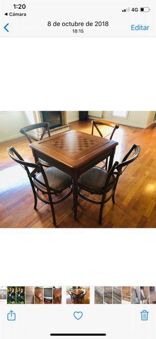 Mesa ajedrez y 4 sillas