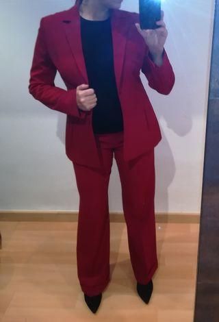 traje de pantalón y chaqueta