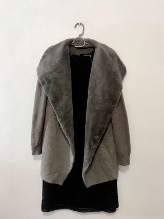Abrigo tipo capa c/ peluche