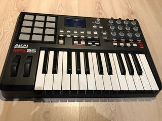Controlador MIDI AKAI MPK25