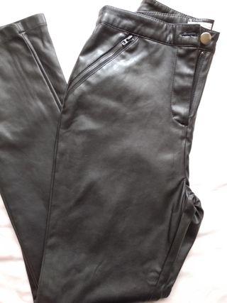 Pantalón símil piel.Nuevo.
