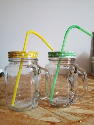 2 vasos con mango, tapadora y pajita