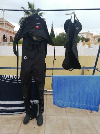 traje seco de buceo
