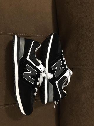 Zapatillas deportivas nuevas a estrenar