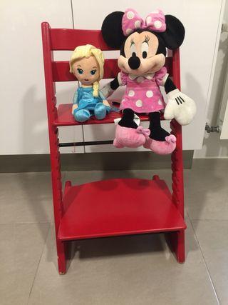 Peluches Minnie y Frozen.