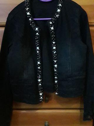 Vaquera negra vestir perlas y adornos
