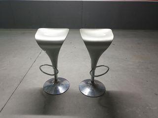 2 sillas taburetes
