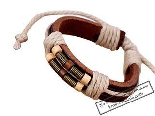 Pulsera de cuero marrón con cuerdas blancas