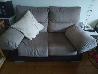 sofá pequeño y cómodo