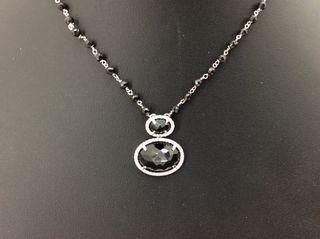 Collar de oro blanco diamantes y ónices