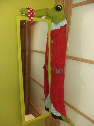Espejo cocodrilo Ikea, para habitación infantil