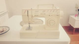 Máquina de coser SINGER 5812C