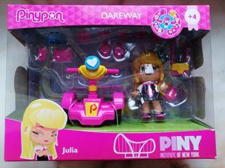 Muñeca Pin y Pon con patinete y accesorios